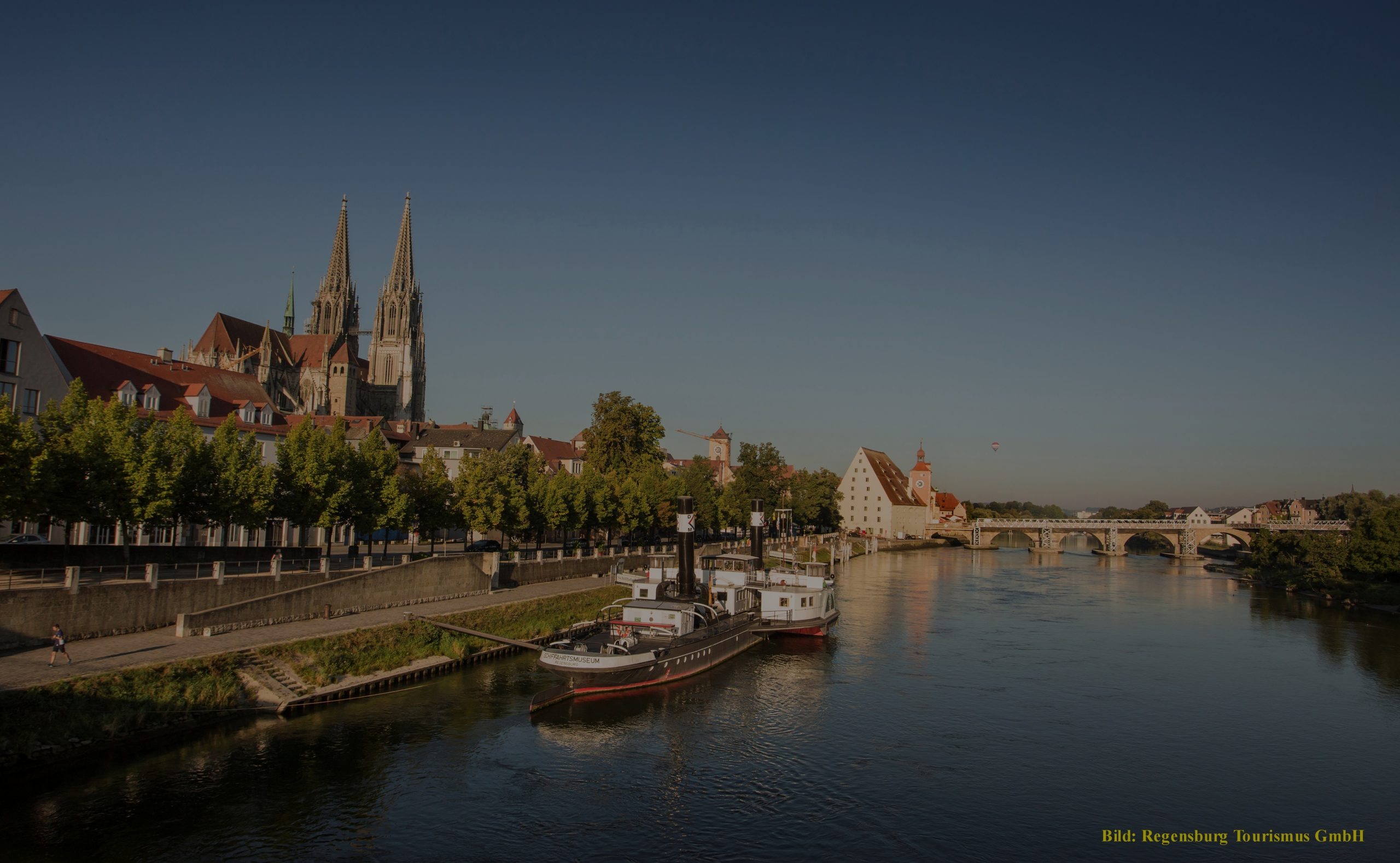 Regensburg Dome, Stone bridge and river with boats
